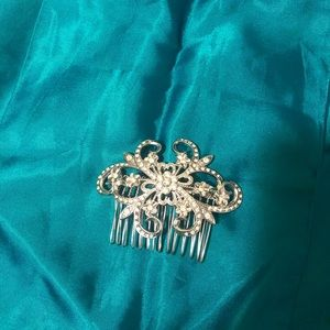 Costume jewellery hair piece